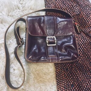 • Jones New York • Vintage leather messenger purse